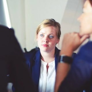 Conseiller patrimoine indépendant femme finance